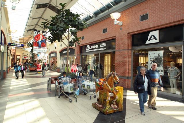 06041cb1833 Obchodní centrum Obchodní centrum Olympia - Plzeň
